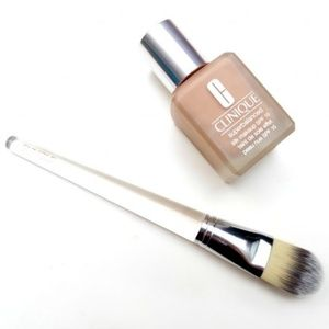 Clinique Foundation Brushes (Set of Two)
